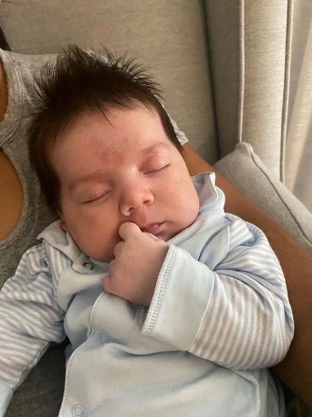 Henri, filho mais novo de Gabi Brandt e Saulo Poncio, completou um mês de nascimento - Reprodução/ Instagram @henribrandt @gabibrandt