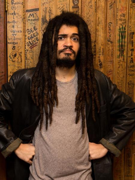 Chico Brown tem 24 anos e lança em breve seu primeiro disco - Marcus Leoni - 1º.mai.18/Folhapress