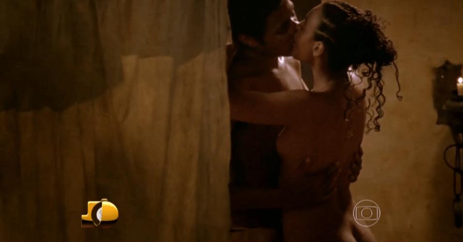 """2.jul.2015 - Cena de sexo no filme """"O Inventor de Sonhos"""", com Ícaro Silva e Sheron Menezes, exibido no """"Programa do Jô"""" desta quinta-feira"""