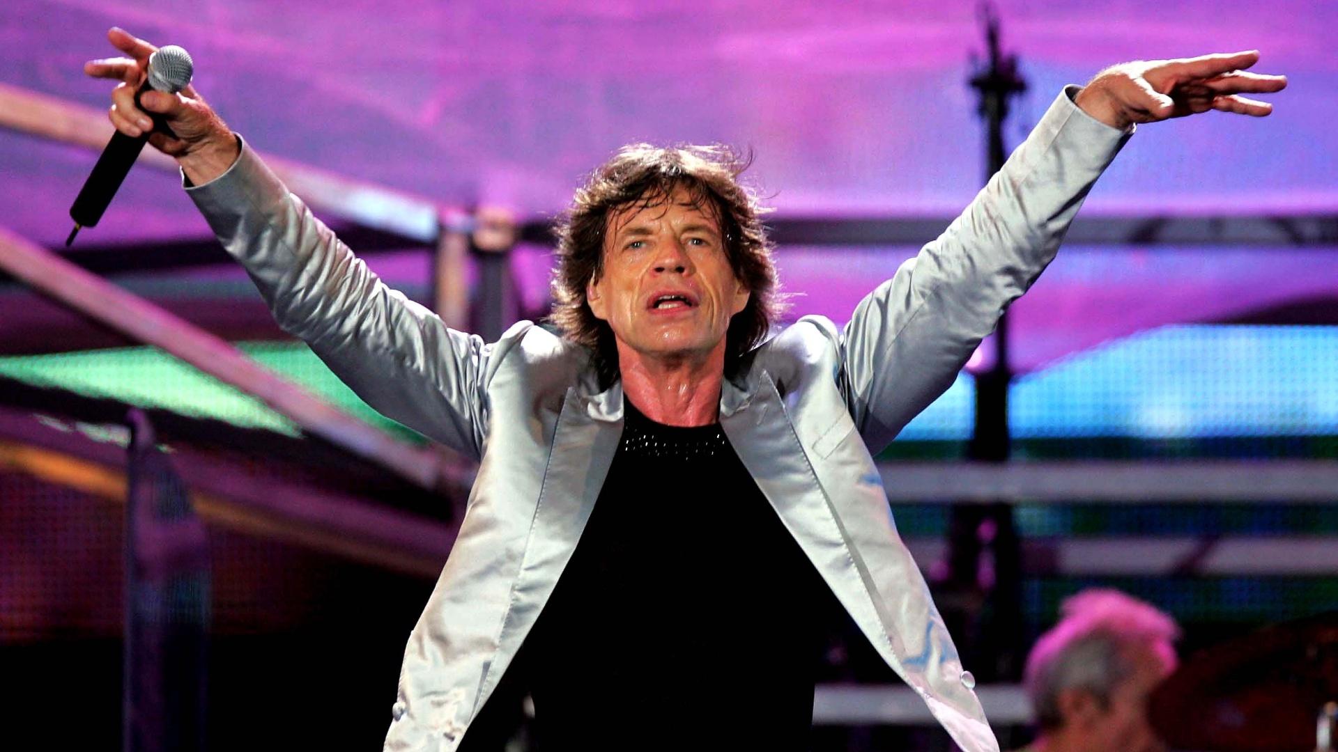 18.fev.2006 - O vocalista dos Rolling Stones, Mick Jagger, durante o show da banda na praia de Copacabana, no Rio de Janeiro