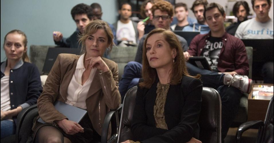 "Anne Consigny e Isabelle Huppert em cena do filme ""Elle"" (2016), de Paul Verhoeven"