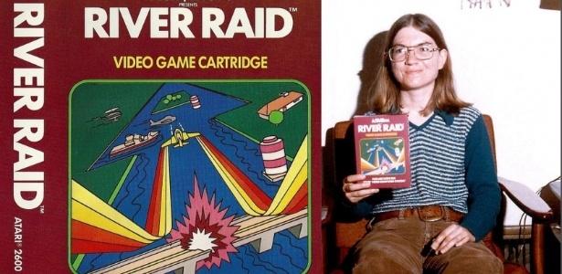 """Pioneira dos games, Carol Shaw posa para foto com sua criação """"River Raid"""" - Reprodução"""