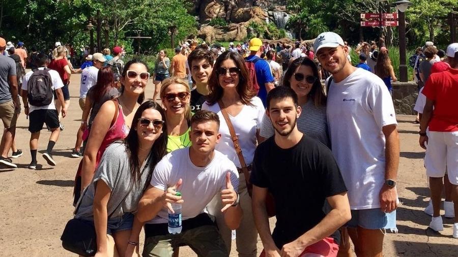 Fátima Bernardes na Disney com os filhos e amigos - Reprodução/Instagram