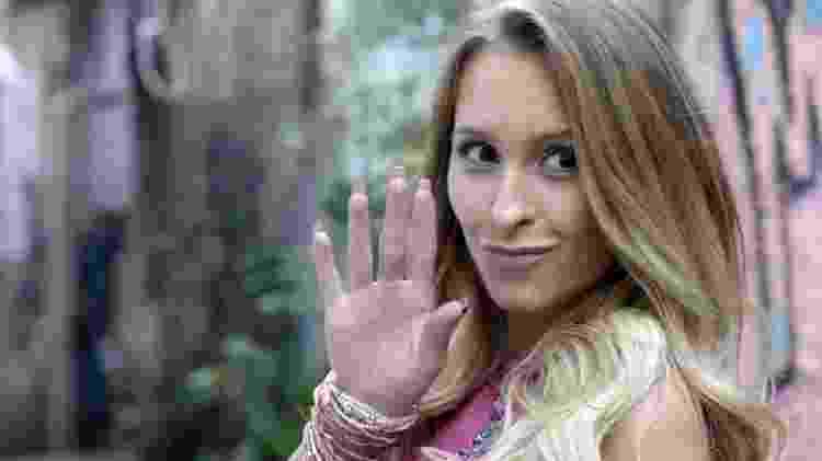 """Carine (Carla Diaz) debocha da rival em """"A Força do Querer"""" - Reprodução/GShow - Reprodução/GShow"""