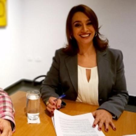 Cátia Fonseca assina contrato com a TV Bandeirantes - Divulgação/Band