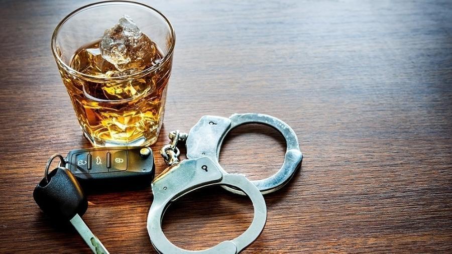 Beber e dirigir, infelizmente algo ainda comum na sociedade brasileira, será passível de punição pesada - Stock
