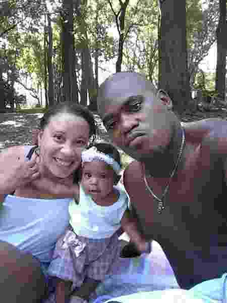 A auxiliar administrativa Vanessa Evangelho, o marido, Valter, e a filha deles, Alycia - Arquivo Pessoal