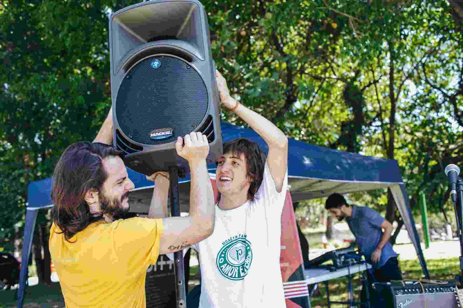 Organizadores do Lolla pra Rua preparam seu festival alternativo em uma praça pertinho do autódromo de Interlagos - Felipe Gabriel/UOL