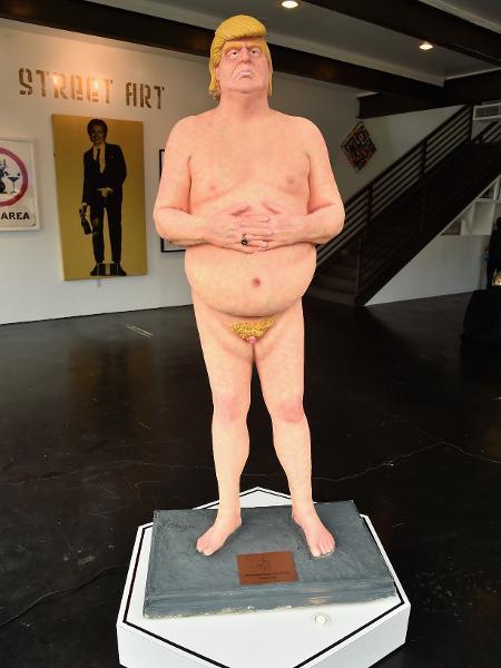 Estátua de Donald Trump pelado que foi leiloada por quase R$ 100 mil -  AFP PHOTO / GETTY IMAGES NORTH AMERICA / Alberto E. Rodriguez