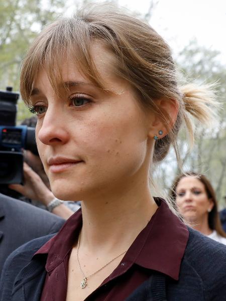 Allison Mack chega para depor no caso da seita que explorava sexualmente as mulheres - REUTERS/Brendan McDermid