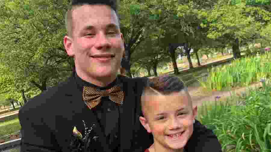 Noah Tingle e seu irmão, Max - Reprodução/Facebook