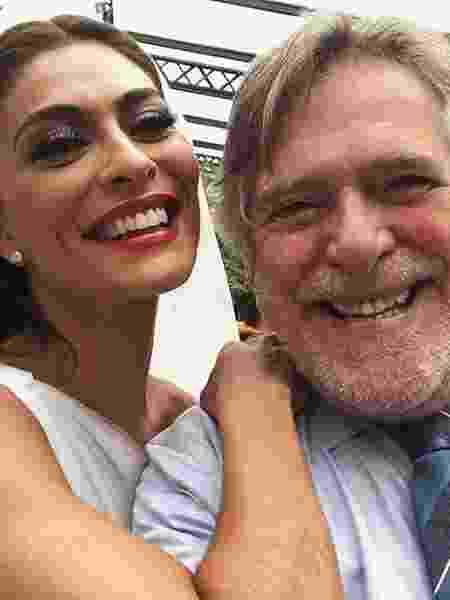 """Juliana Paes e Zé de Abreu em gravação de """"A Dona do Pedaço"""" - Reprodução/Instagram"""