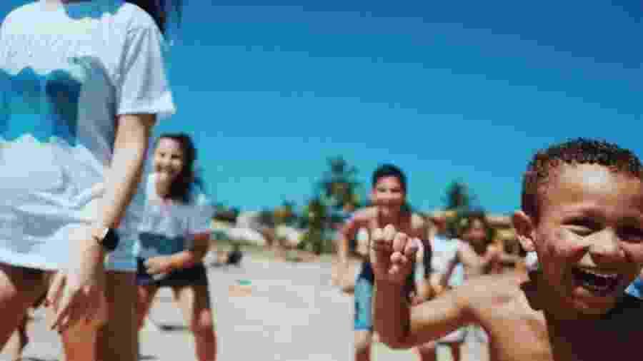 Crianças que nunca viram o mar têm oportunidade na Ilha do Mel - Bruno Alques/Divulgação
