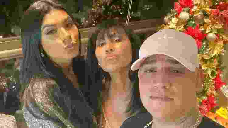 Pocah, com a mãe, Marinez Queiroz, e o irmão, Vinny Darian - Reprodução/ Instagram - Reprodução/ Instagram