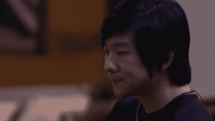 Pyong conversa com Marcela sobre jogo - Reprodução/Globoplay