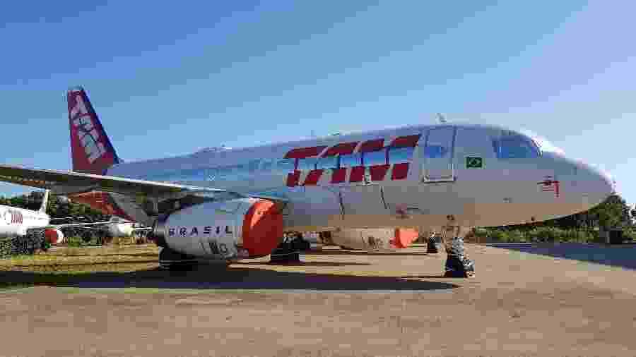 Aeronave da Latam com as turbinas cobertas - Divulgação