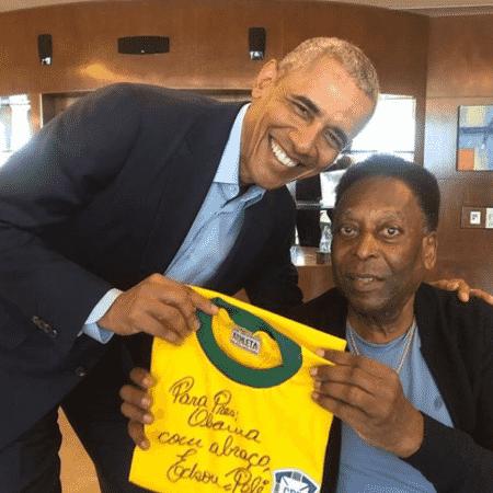 Pelé posa ao lado do ex-presidente dos Estados Unidos, Barack Obama - Reprodução/Instagram/@pele