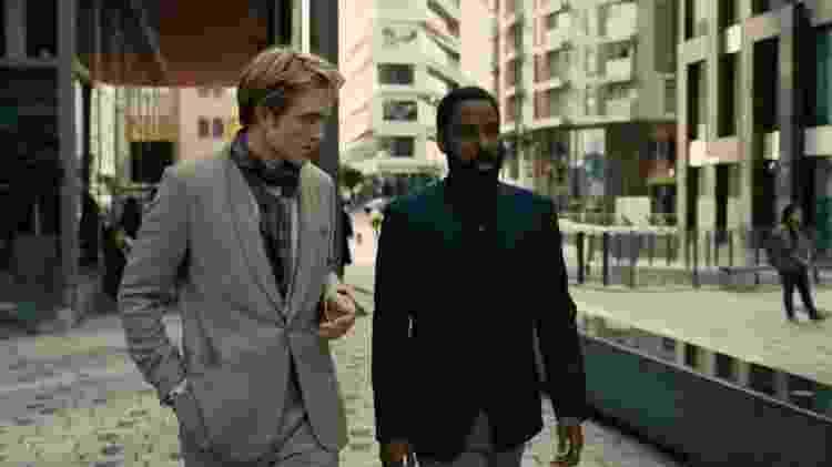 Robert Pattinson e John David Washington em cena de 'Tenet', de Christopher Nolan - Divulgação - Divulgação