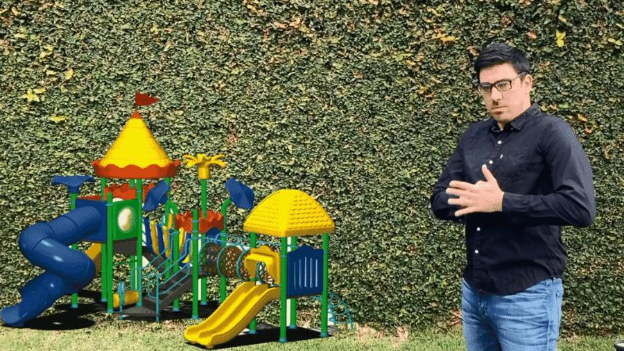"""Marcelo Adnet imita Mário Frias no programa """"Sinta-se em Casa"""" - Reprodução/GloboPlay"""