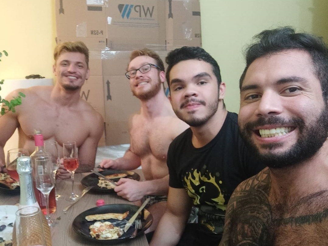 Quadrisal gay de SP vira hit no Twitter após comprar casa própria