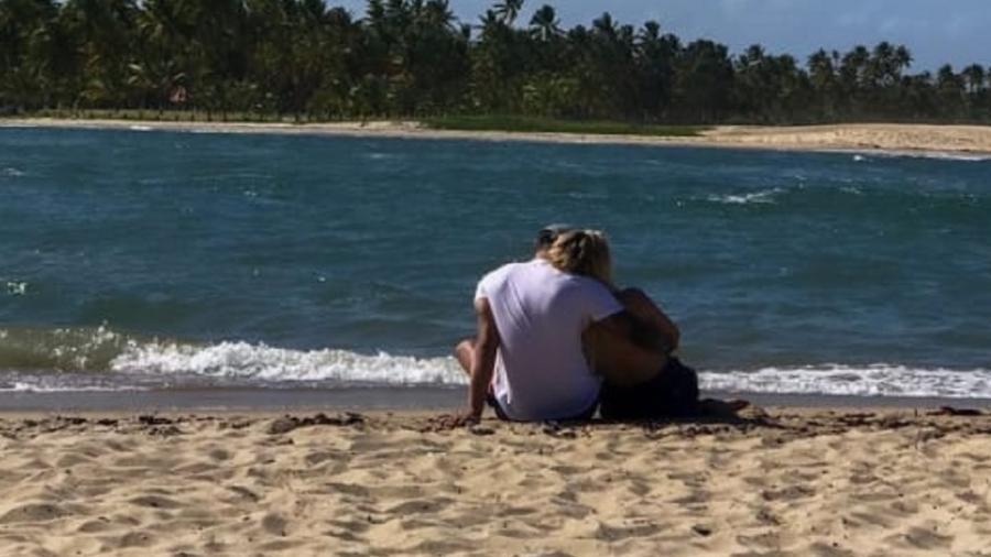 Tierry compartilhou foto em clima romântico com Gabi Martins - Reprodução/Instagram