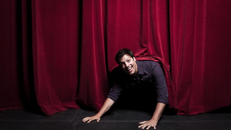 Retrato do humorista Fabio Porchat no Teatro Bradesco, em São Paulo - Rafael Roncato/Folhapress
