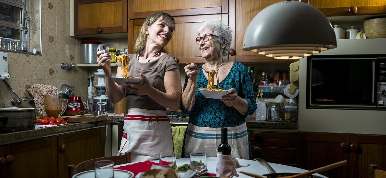 Daniela e a mãe, Rina: dupla veio da Itália com a família nos anos de 1970 -  Keiny Andrade/UOL