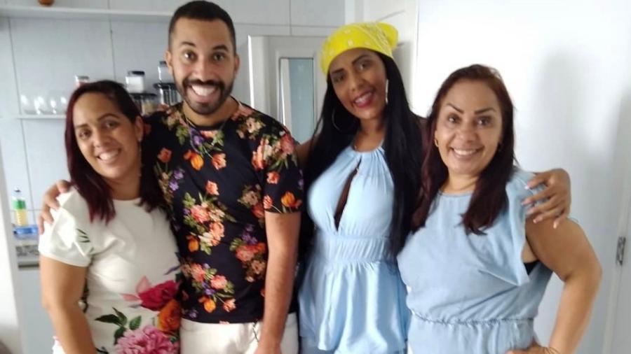 Gil com a família, as irmãs Juliana e Janielle e a mãe Jacira - Reprodução Instagram