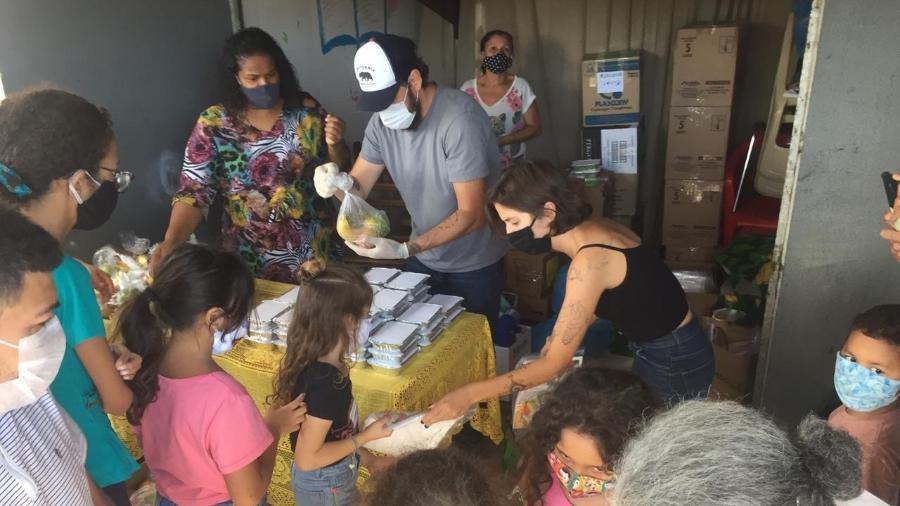 Em 16 meses, grupo entregou 4.500 refeições, somando 2,3 toneladas de alimentos preparados - Arquivo pessoal