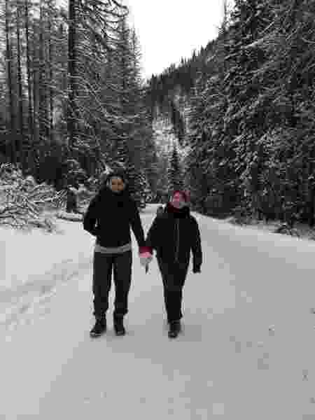 Talita e Lívia durante viagem à Polônia; essa foi uma das poucas vezes em que deram as mãos - Arquivo pessoal - Arquivo pessoal