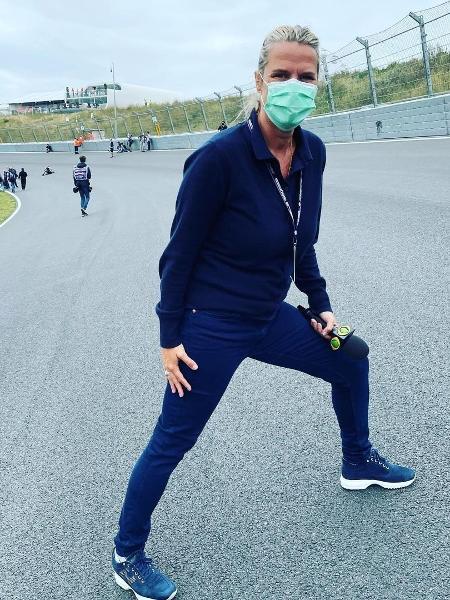 """Mariana Becker mostrando a última curva da pista de Zandvoort. """"Tem uma inclinação de 19 graus"""", explicou a jornalista - Reprodução/Instagram"""