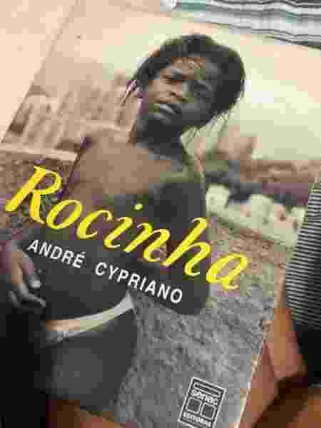 """O livro """"Rocinha"""", de André Cypriano, que mudou o olhar de Salemm sobre sua realidade  - (Foto: Arquivo pessoal) - (Foto: Arquivo pessoal)"""