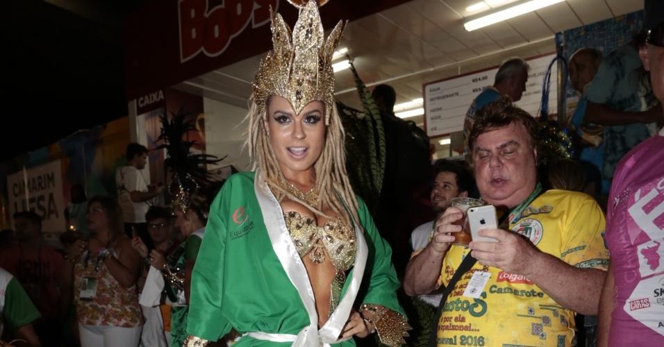 8.fev.2015 - Fernanda Lacerda, a Mendigata, se prepara para defender a Grande Rio na Marquês de Sapucaí
