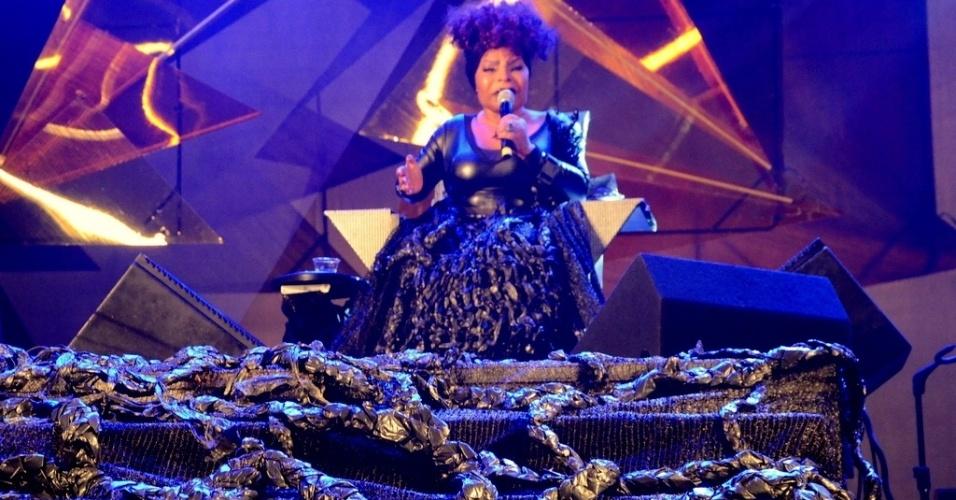 22.mai.2016 - Cenografia do show de Elza Soares no Palco São João, na 12ª Virada Cultural de São Paulo