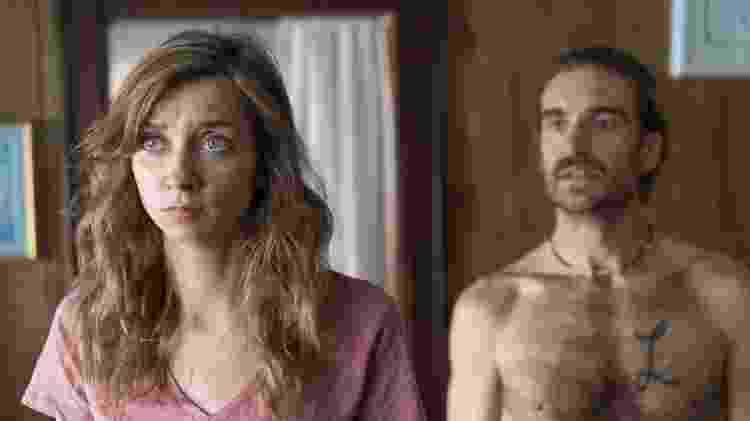 """Lauren Lapkus e George Basil na série """"Crashing"""" - Divulgação/HBO - Divulgação/HBO"""