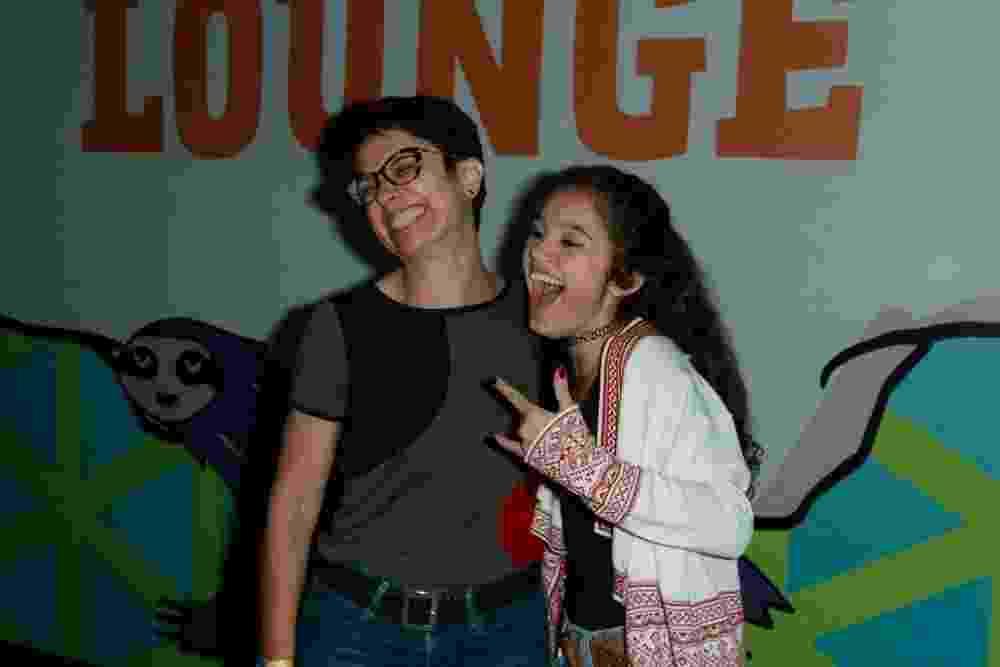 Sorridente, Sandra Annenberg posa com a filha Elisa no Lollapalooza - Amauri Nehn/Brazil News