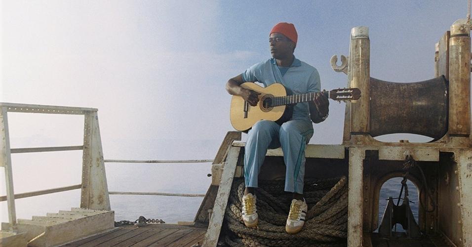 """Seu Jorge em cena de """"A Vida Marinha com Steve Zissou"""" (2004)"""
