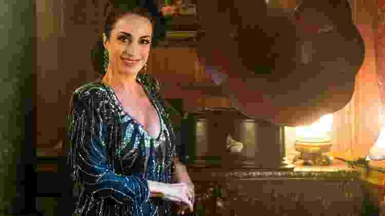 """Especialista em etiqueta, Claudia Matarazzo (foto) participa nesta sexta-feira da novela """"Tempo de Amar"""", na Globo. Convidada por Madame Lucerne (Regina Duarte) para se apresentar na reabertura da Maison Dorée, ela se passa por uma cantora argentina, mas é de Bangu - Raquel Cunha/TV Globo - Raquel Cunha/TV Globo"""