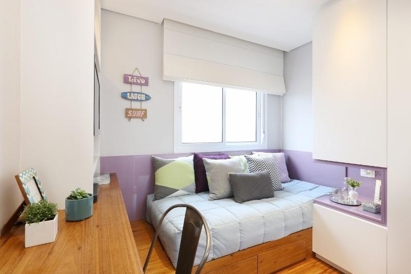 O pequeno quarto de uma jovem solteira teve cada cantinho bem aproveitado pelas profissionais do escritório Bianchi & Lima
