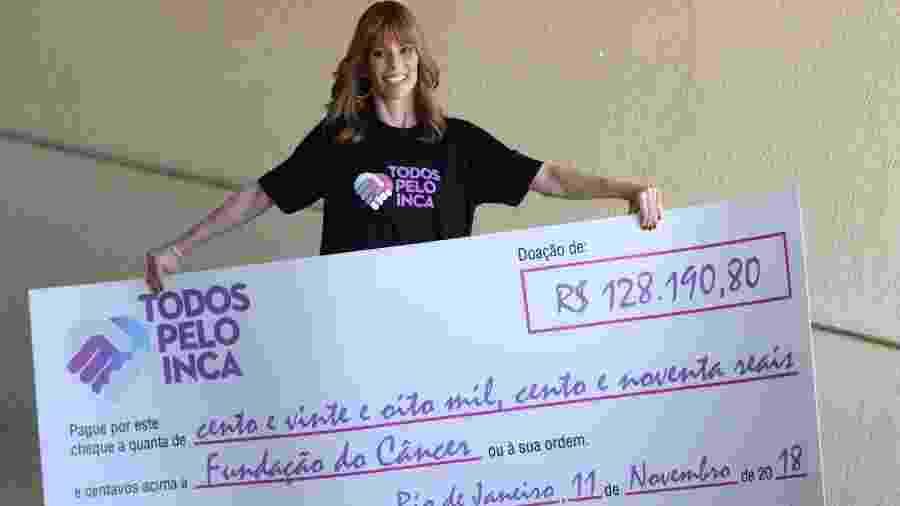 Ana Furtado doa cheque ao hospital do INCA - Ag.News