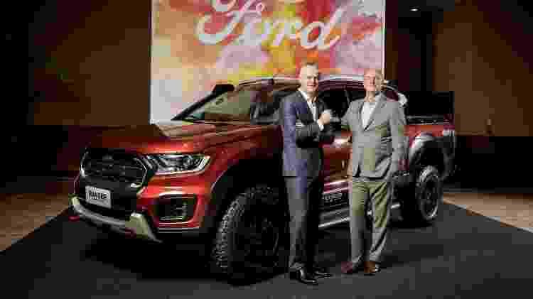 Lyle Watters e Rogélio Goldfarb, da Ford, ao lado da Ranger Storm - Divulgação - Divulgação