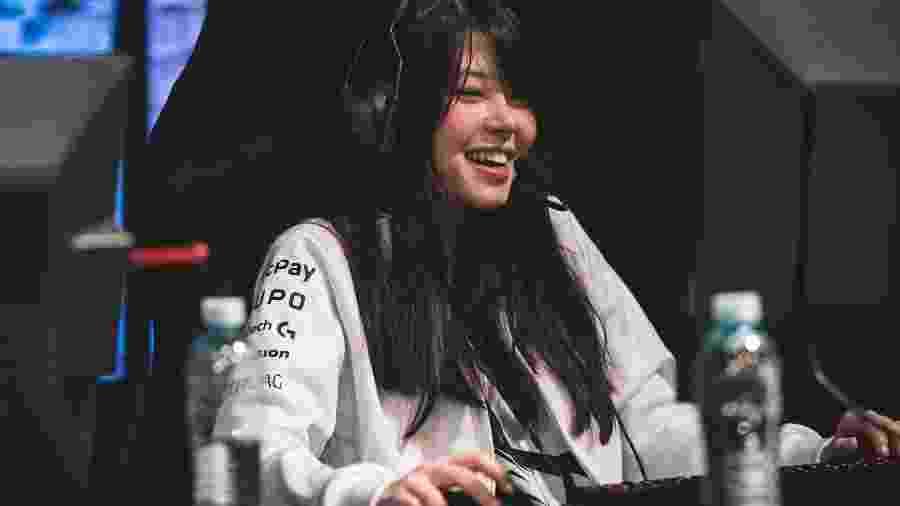 """Júlia """"Mayumi"""" Nakamura é uma das poucas mulheres a jogar League of Legends em times mistos no Brasil - BBL Esports/Saymon Sampaio"""