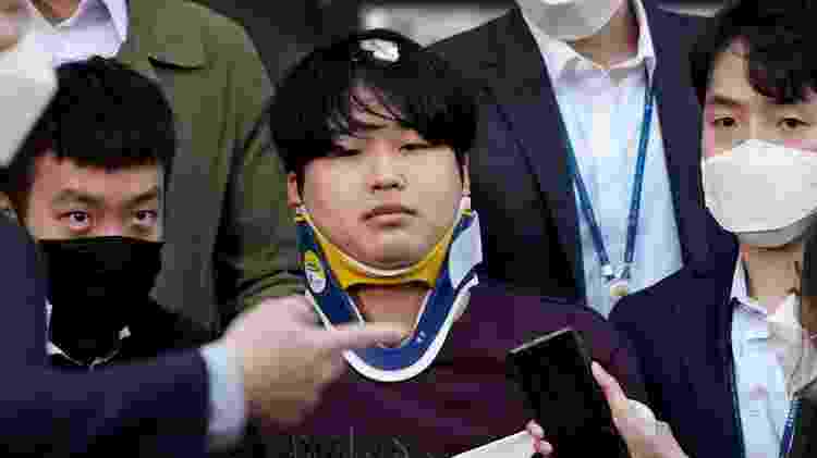 Cho Ju-bin deixando uma delegacia de polícia - Reuters - Reuters