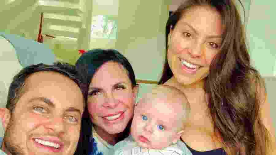 Gretchen ao lado do filho Thammy Miranda, do neto Bento e da nora Andressa Miranda - Reprodução/Instagram