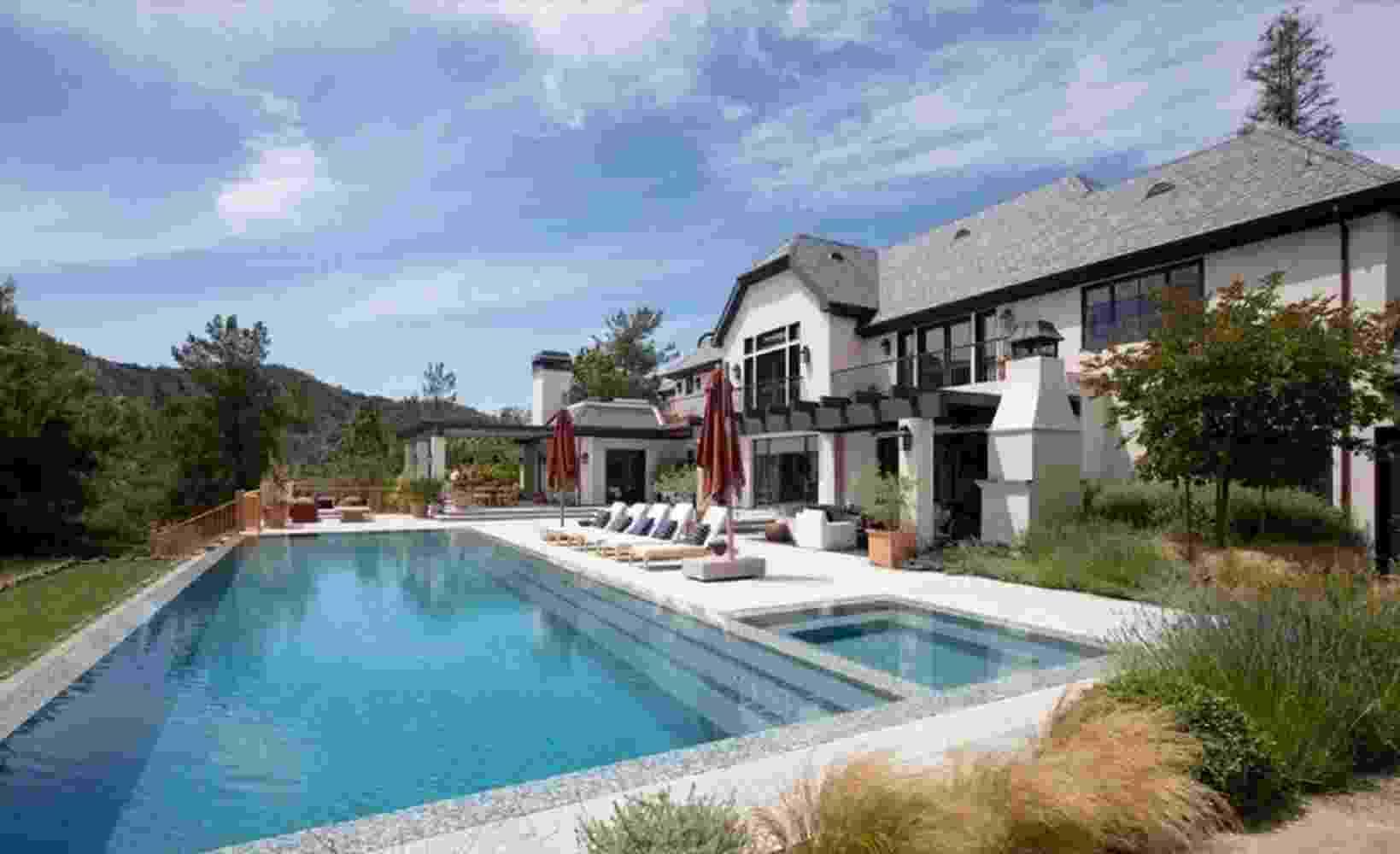 Mansão de Justin Bieber possui piscina, biblioteca, mansão e sala de cinema - Divulgação/Realtor