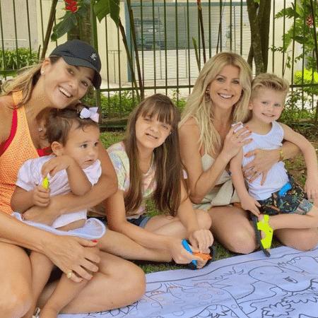 Ticiane Pinheiro recebeu Karina Bacchi para reencontro em sua casa - Reprodução/Instagram/@ticipinheiro