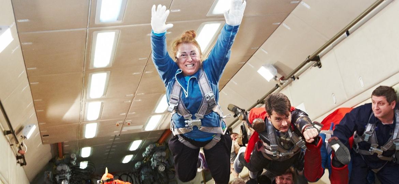 Além de visitar a estratosfera, Dina também fez voos de gravidade zero com astronautas russos - Arquivo pessoal