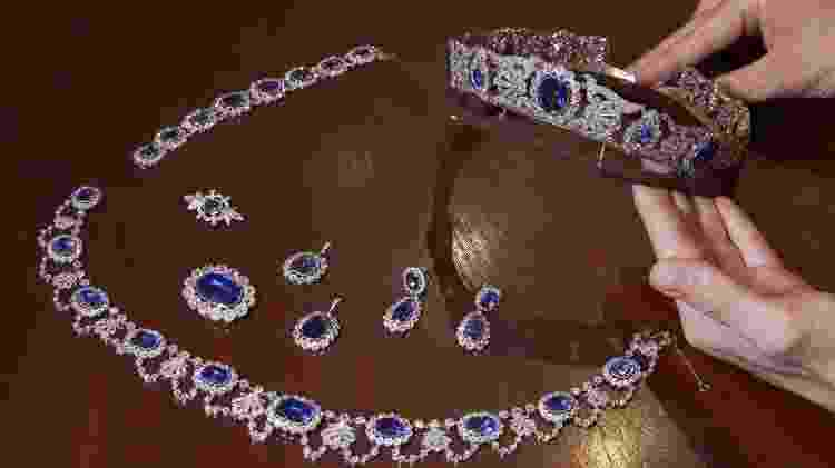 Conjunto safira e diamante que pertenceu à filha adotiva de Napoleão Bonaparte será leiloado - Denis Balibouse/Reuters - Denis Balibouse/Reuters