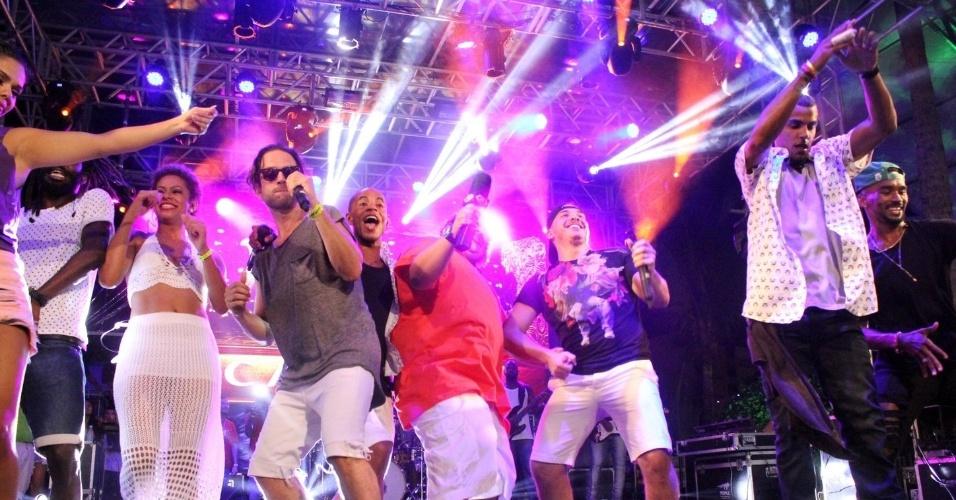4.fev.2016 - Após a estreia em Salvador, Wesley Safadão canta e dança no camarote do Planeta Band