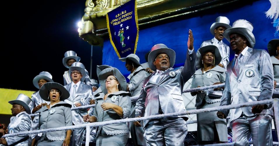 6.fev.2016 - A velha guarda da Unidos do Peruche desfila na abertura da segunda noite do Carnaval de São Paulo